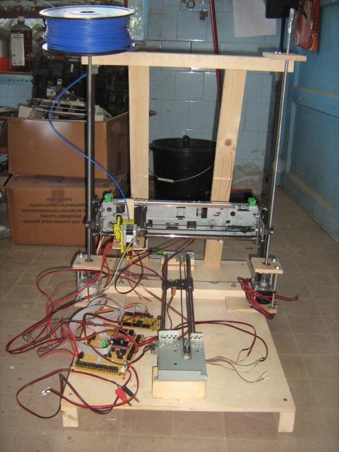 3D nyomtató motorvezérlővel (a vezérlés később le lett cserélve)