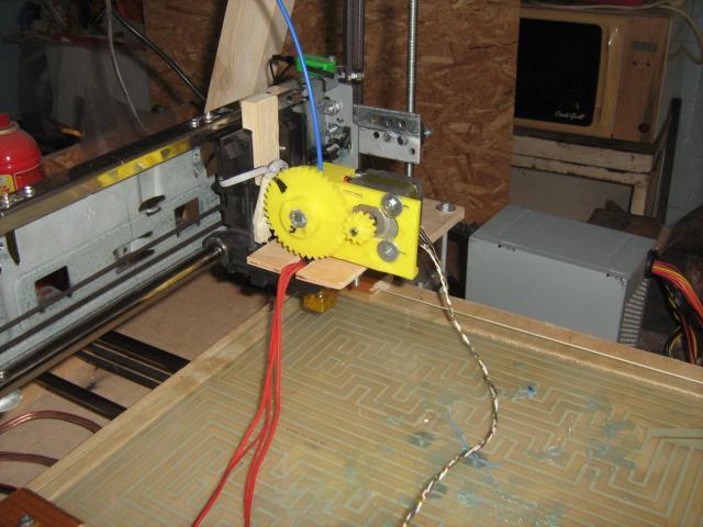 3D nyomtatófej régi floppymeghajtó motorjával