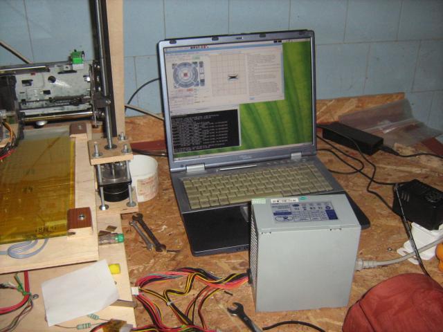 3D nyomtatót vezérlő számítógép és a tápegység