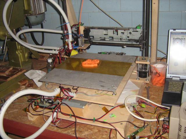 3D nyomtató alumíniumlemezes ággyal