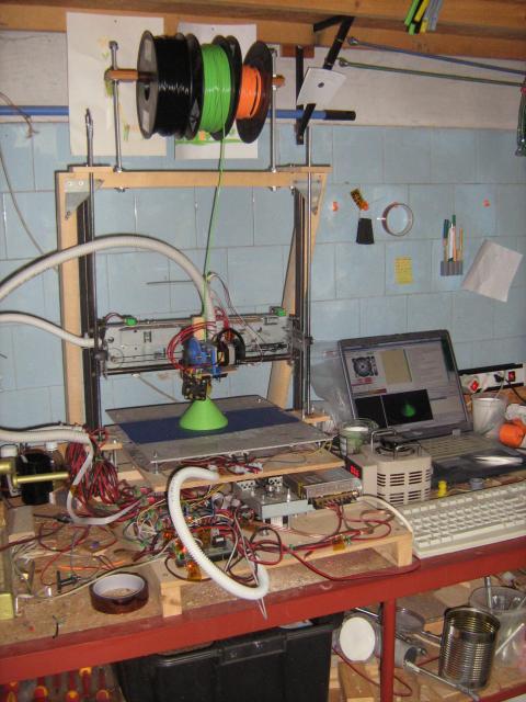 3D nyomtató munka közben