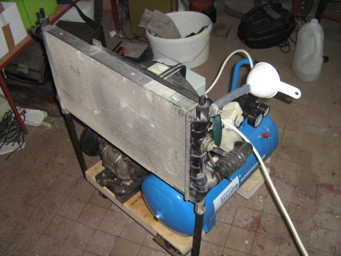 Az autó hűtőt tartó keret félig elkészült (kompresszorhoz)