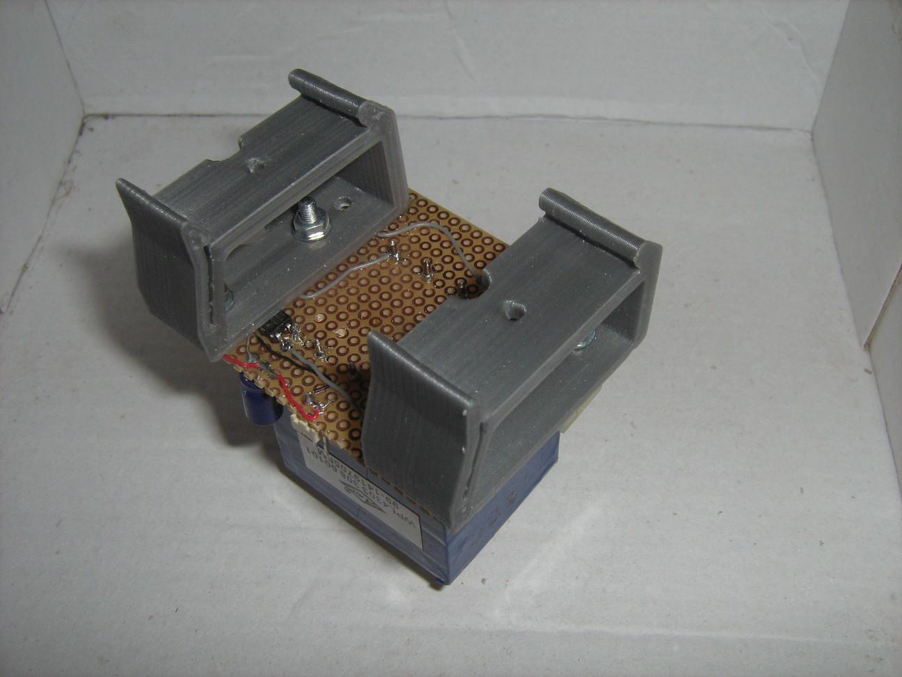 3D nyomtatással készült DIN sínre pattintható tartó